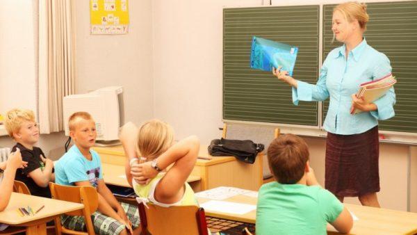 Oceňování při práci se třídou; ilustrativní fotografie - MADIO