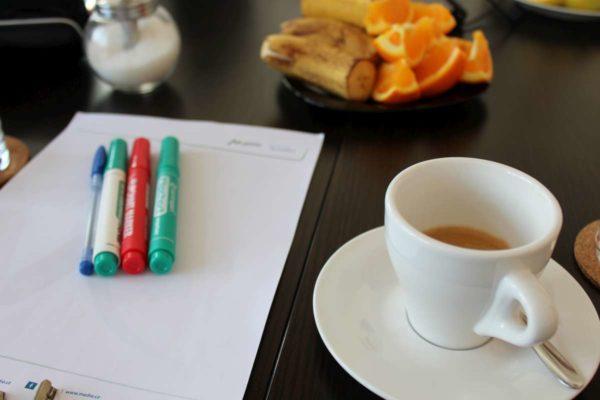 Káva s koučem; ilustrativní obrázek - MADIO